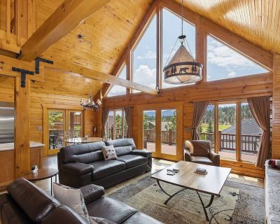 Bear Loop Chalet: Luxury Log Home with Mountain Views! - North Estates