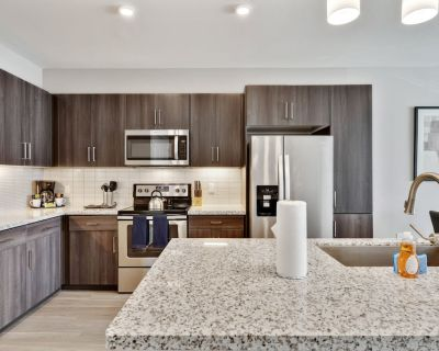 Stay Gia | Chic Modern Luxury 1 Br Apartment | Swimming Pool | Encore Tessera - Camelback East