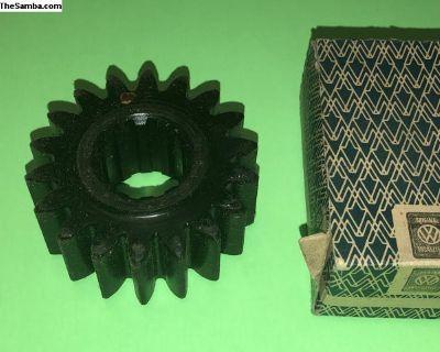 Split Bus Rear Axle Shaft Gear 211501261A NOS