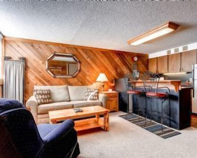 """Great deal! Cozy, clean 1 bedroom condo. Walk to Park City Mountain from """"THE STEAMER"""". Centrally located. Walk to everywhere. - Downtown Park City"""