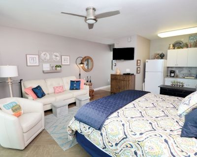 BOOK NOW FOR SPRING & SUMMER! PERFECT FOR 2! LUXURY STUDIO CONDO - Panama City Beach