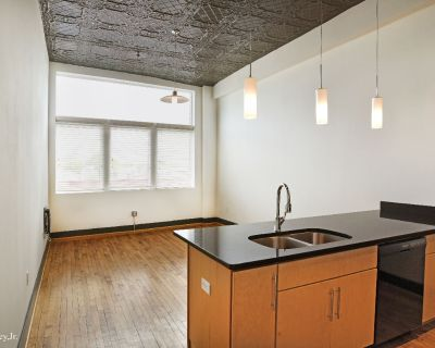 Apartment Rental - 132 N Sycamore St