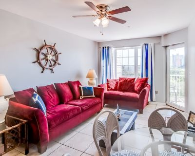 Beautiful condo w/ patio, full kitchen, shared pool - walk to beach - Orange Beach