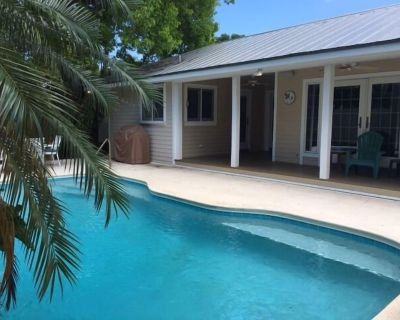 Private Home With Sun-filled Pool-no Contact Check-in - New Town