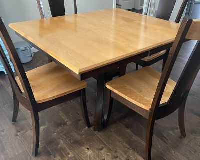 Amish Made Table with 4 Chairs & 2 Counter Height Bar Stools
