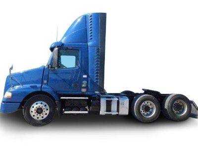 2016 VOLVO VNM64T Day Cab Trucks Truck