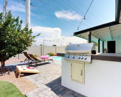 Dog-friendly home w/ private pool - walking distance to Old Town - Hy-view