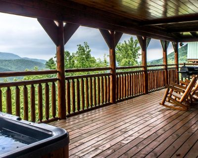 Honeymoon cabin with breathtaking views, hot tub and pool table - Pigeon Forge