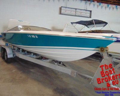 1995 DONZI CLASSIC 22′ CLOSED BOW BOAT