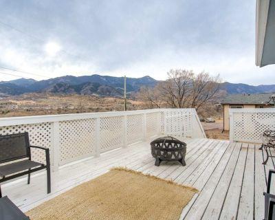 2BR Close To Hiking & Garden of Gods Bose Surround Sound Pet-Friendly - Old Colorado City