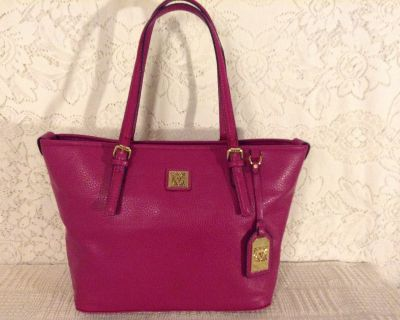 ANNE KLEIN Purse Carry-all in raspberry pebbled faux leather 100% Vegan and minimalist lines.