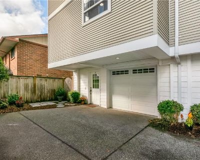Greenlake 3bed Townhome! (MLS# 1839457) By Leah D Schulz