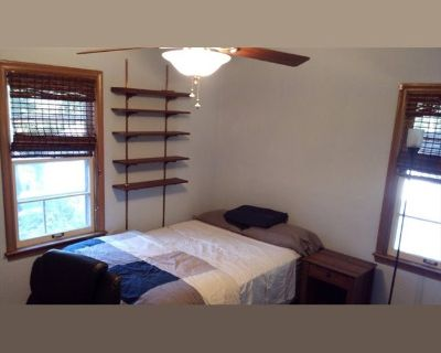 Room for rent in South 7th Street, Allmendinger Heights - Premium Housing with GREAT Kitchen - Allmendinger Park (AA Old West Side)