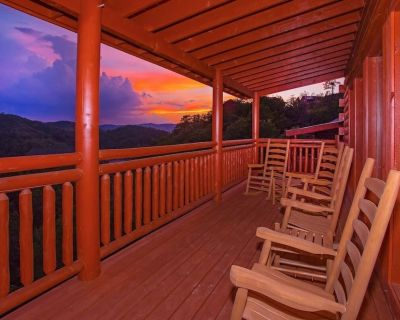 Brand new! Spectacular views and indoor pool! Sleeps 26. All you need! - Pigeon Forge