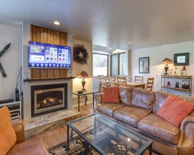 Park City 3 BD w/ Private Hot Tub and Pool Access located at the base of resort. - Downtown Park City