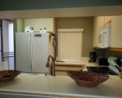 Recently refurbished 1 bedroom 2 bath 870 sq.ft condo on golf course - Cathedral City