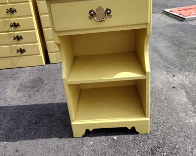 Vintage Ethan Allen Yellow Daffodil Night stand