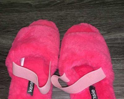 Ladies house slippers