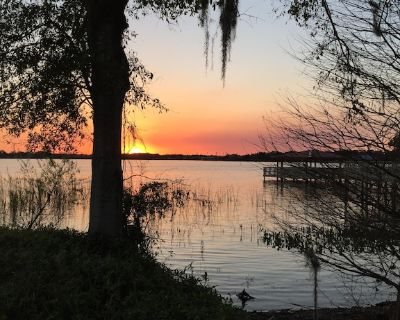 True Whimsical Lakefront Getaway; Loved By Returning Snowbirds! - Winter Garden