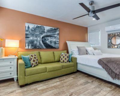 King Bed Studio Apartment, Long Beach, CA