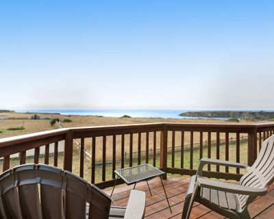Waterfront home w/ocean views, deck & jetted tub -adjacent to the Pomo Bluffs! - Fort Bragg