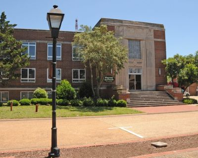 HISTORIC BUILDING, PRIVATE APARTMENT ON TOP FLOOR ***** - Downtown Hampton