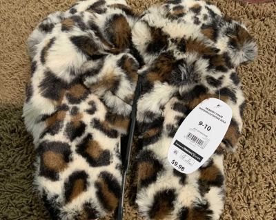 New furry soft slippers size 9/10