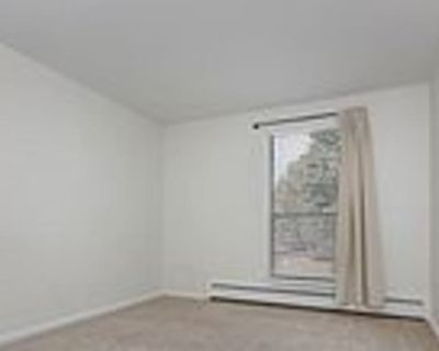 Private room with shared bathroom - Niwot , CO 80503