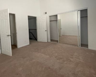 Private room with own bathroom - Glendale , CA 91204