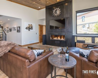 NEW LISTING   Stunning Mountain Modern   Private Hot Tub and Incredible Views! - Antler Ridge