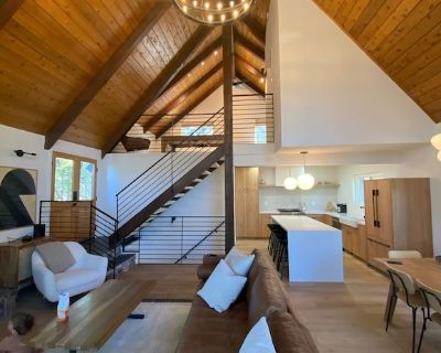 Completely Renovated, Modern A-frame Cabin - Lake Arrowhead