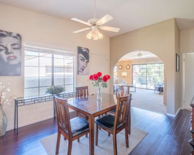 Stylish Condo with Pool Hot tub & Mountain Views! - Palm Springs