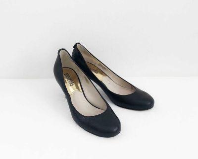Womens Michael Kors black pumps size 5.5
