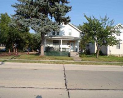 1010 Wisconsin St, Oshkosh, WI 54901 5 Bedroom Apartment