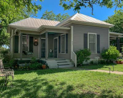 Dog & Family-Friendly Home w/Free WiFi, Enclosed Patio, Gas Grill, & Central A/C - Fredericksburg