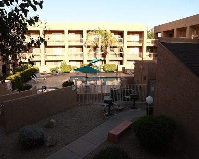 Beautiful, fully furnished Old Town Scottsdale Condo in a gated community - South Scottsdale