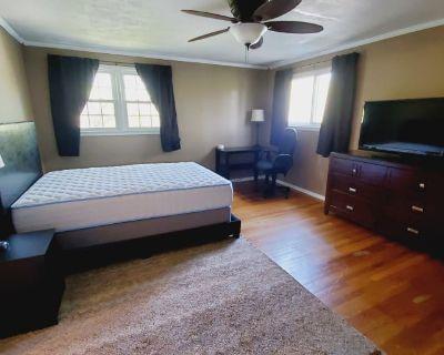 Private room with shared bathroom - Virginia Beach , VA 23462