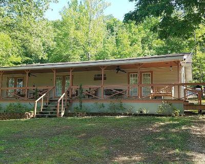 Eastport Escape, Pickwick Lake At Bear Creek Is a 4br, 2Ba cabin that sleeps 10 - Iuka