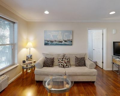 King Street Suites - 1 Bedroom Walk to Historic Downtown - Unit 3 - Downtown Historic District