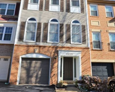 3 Bedroom 2.5 Bath Townhouse For Rent in Ashburn Village!