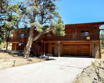 Sun Terrace: Garage Parking! Private! Seasonal Stream! Near Ski Slopes! BBQ! - Castle Glen Estates