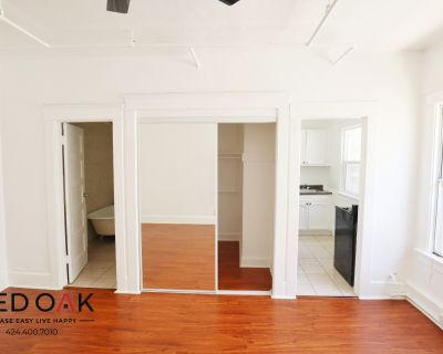 Beautiful Remodeled Top Floor Studio With All Utilities Included!