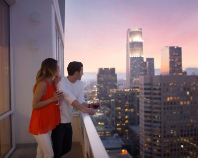 LEVEL One Bedroom Deluxe Suite + Balcony - Downtown Los Angeles