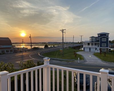 Stunning Sunrise & Water View! 1 Mile to the Beach! Steps to Waterfront Dining! - Edgewater Acres