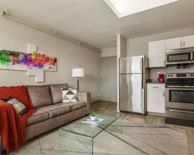 TWO Contemporary 1 bedroom CozyStays - Downtown Louisville