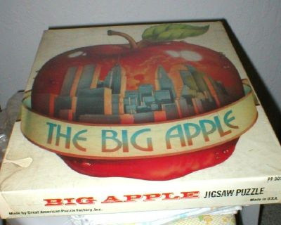 """Vintage 1976 Jigsaw Puzzle """"Big Apple"""" NYC Twin Towers Over 550 Pc Sealed"""