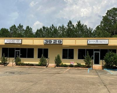 1331.4 SF Retail or Office Space w/ kitchen
