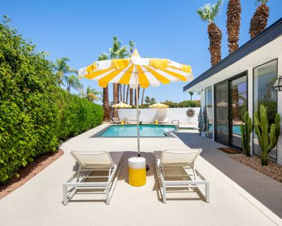 Bright and Colorful Glam Palm Springs Residence, Palm Springs, CA