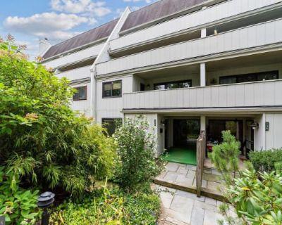 158 SUMMIT HOUSE