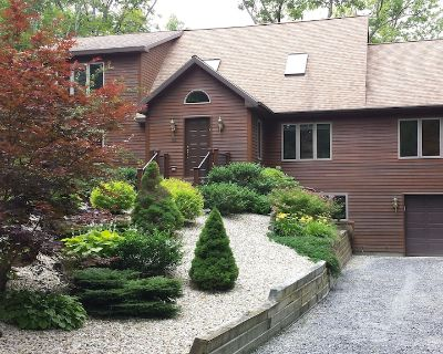 Stunning Berkshire custom luxury home in private wooded community- walk to lake - Berkshire County